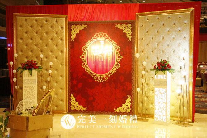婚礼主题:陈府婚宴  婚礼色系:红色,金色,香槟色  婚礼场地:深圳市恒